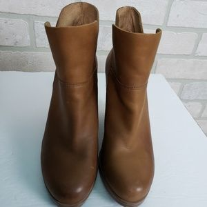 Vince Camuto Light Brown Leather Booties 6M